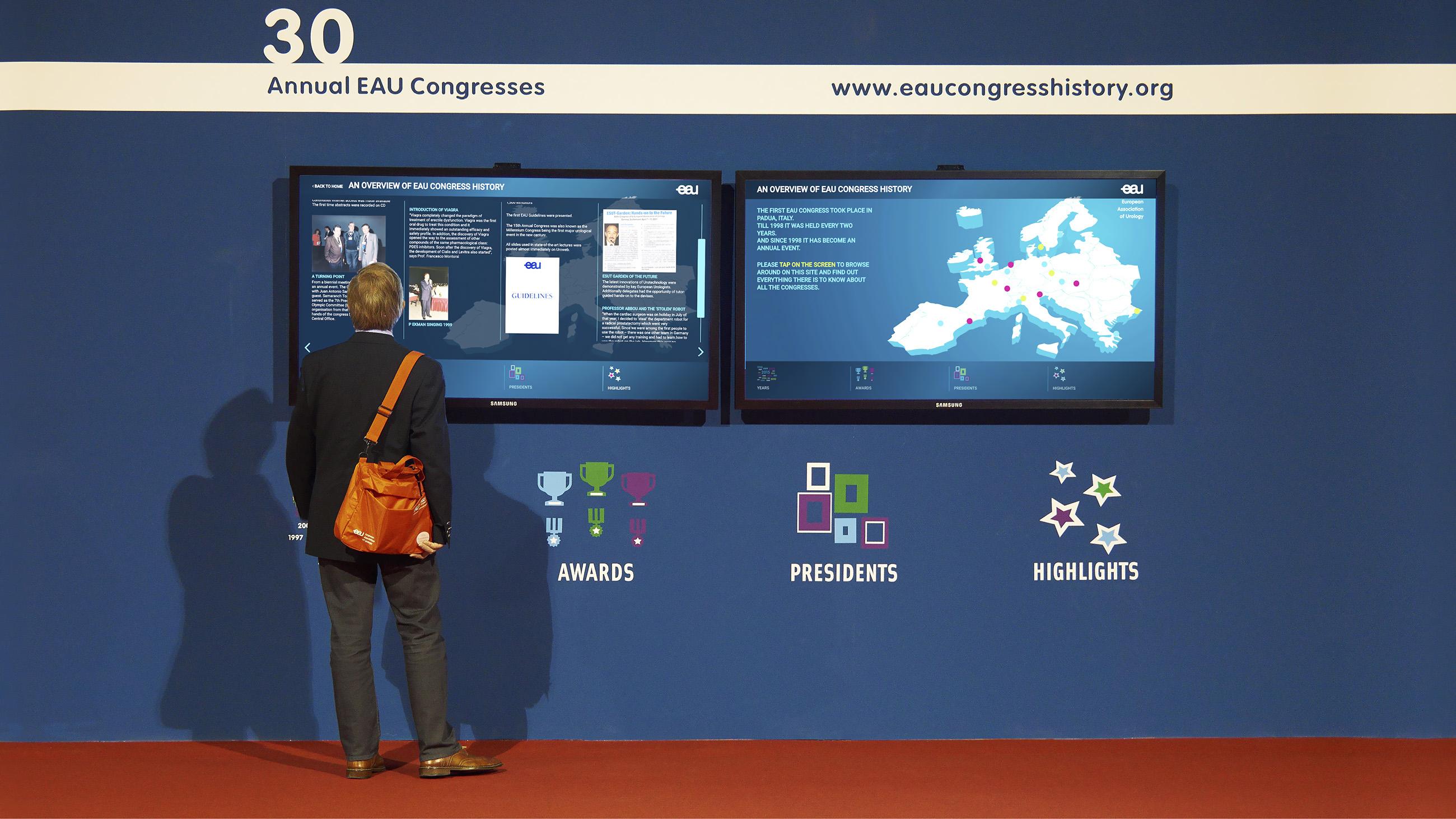 History wall van EAU met twee displays waarop de door Neo & Co ontworpen website draait.