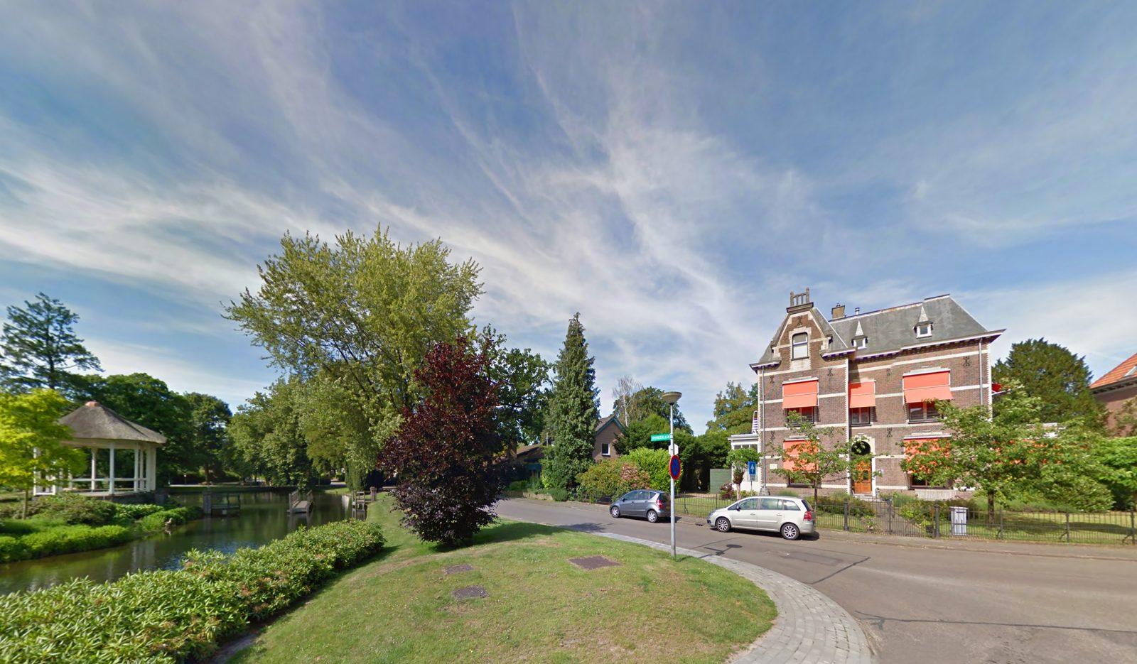 Locatie: Overbeeklaan 14 in Velp. Bij de vijver met het muziekpaviljoen.